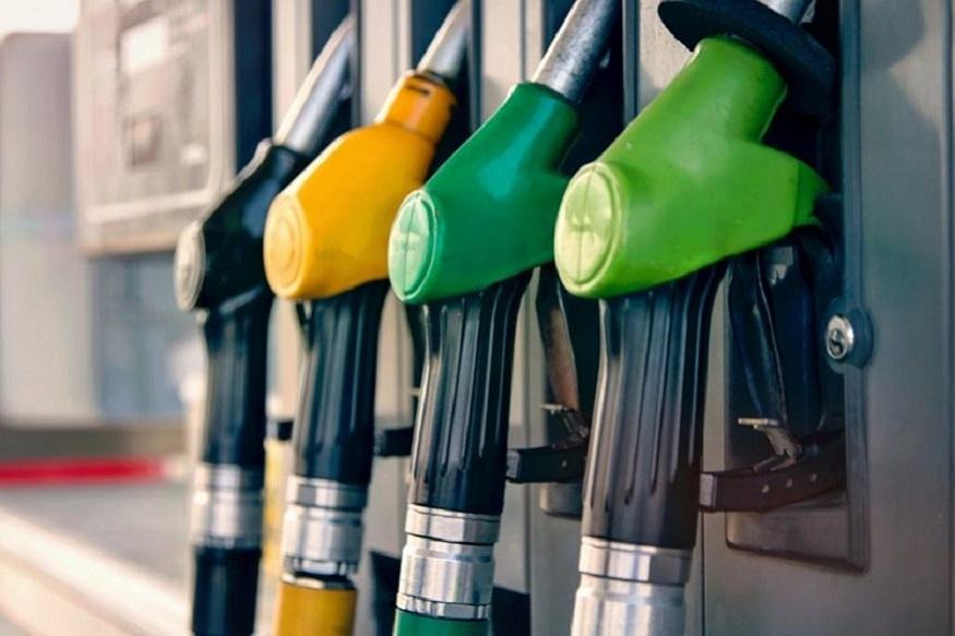पेट्रोल आणि डिझेलचे वाढलेले दर काही कमी होतील असं वाटत नाही. पण यामुळे सामान्य माणूस प्रचंड अस्वस्थ आहे. या वाढलेल्या किंमतींमुळे काही लोकांनी 4 व्हीलरऐवजी आता 2 व्हीलरचा वापर सुरू केला आहे. बरं मंडळी फक्त पेट्रोल आणि डिझेलच नाही तर भाज्या आणि इतर गोष्टीही महाग झाल्या आहेत. अशा सगळ्यात आम्ही तुमच्यासाठी स्वस्त दराने पेट्रोल आणि डिझेल खरेदी करण्याचे काही उत्तम पर्याय आणले आहेत. त्यातून तुम्ही स्वस्तात पेट्रोल आणि डिझेल खरेदी करू शकता.