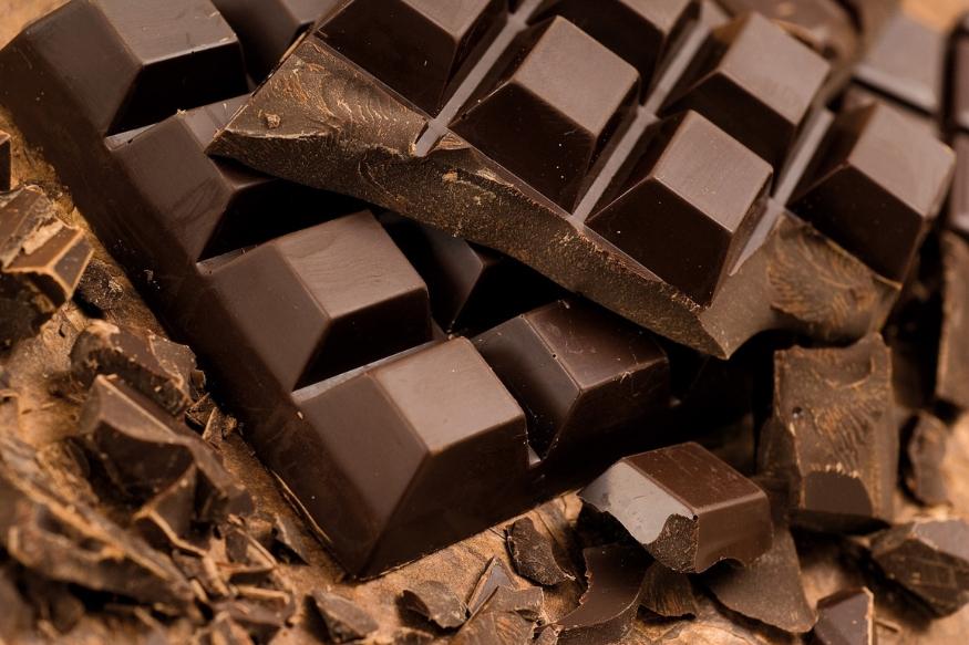 तसेच पाकिटात ब्लेड, लोहाची एखादी वस्तू, चॉकलेट, पान मसाला, टॉफी यांसारख्या वस्तूही ठेवू नका. यामुळे पैसा टिकण्यापेक्षा निघून जातो.