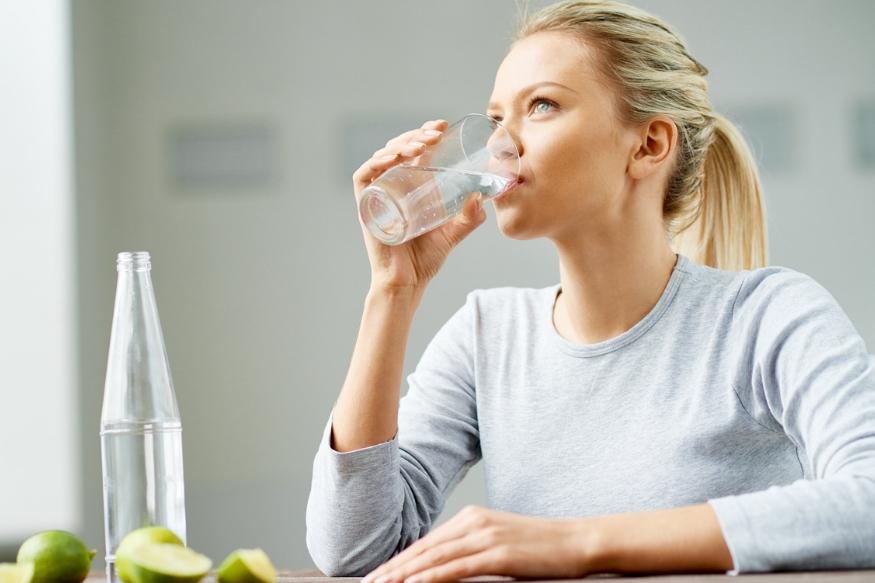 जेवणानंतर लगेच पाणी प्यायल्याने एन्जाइम कमकूवत होतात. एन्जाइम पचनप्रकिर्येसाठी फार आवश्यक असतात. पाचक रस कमी झाल्यामुळे शरीरात अल्मीय स्तर वाढतो. यामुळे असिडिटी होऊ शकते किंवा हृदयात जळजळ वाटू शकते.