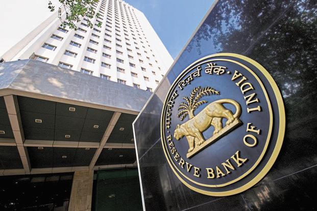 RBI अॅक्टच्या सातव्या कलमानुसार सार्वजनिक हिताच्या मुद्द्यावरून केंद्र सरकार RBIला थेट आदेश देऊ शकतं. सरकारनं या कलमानुसार दिलेला आदेश रिझर्व बँक स्वायत्त संस्था असली तरी टाळू शकत नाही. मोदी सरकार याच कलमाचा वापर करत असल्याची चर्चा आहे. आणि यावरूनच रिझर्व बँकेचे गव्हर्नर नाराज होते.