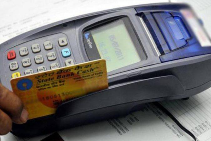 सर्वसाधारणपणे कार्ड चोरी किंवा हरवल्यानंतर कस्टमर केअरला फोन करून ते कार्ड तातडीने ब्लॉक केले जाते. पण काही अडचणींमुळे जर कस्टमर केअरला फोन करणं शक्य नसेल तर आम्ही तुम्हाला दुसऱ्या पर्यायाबद्दल सांगणार आहोत.