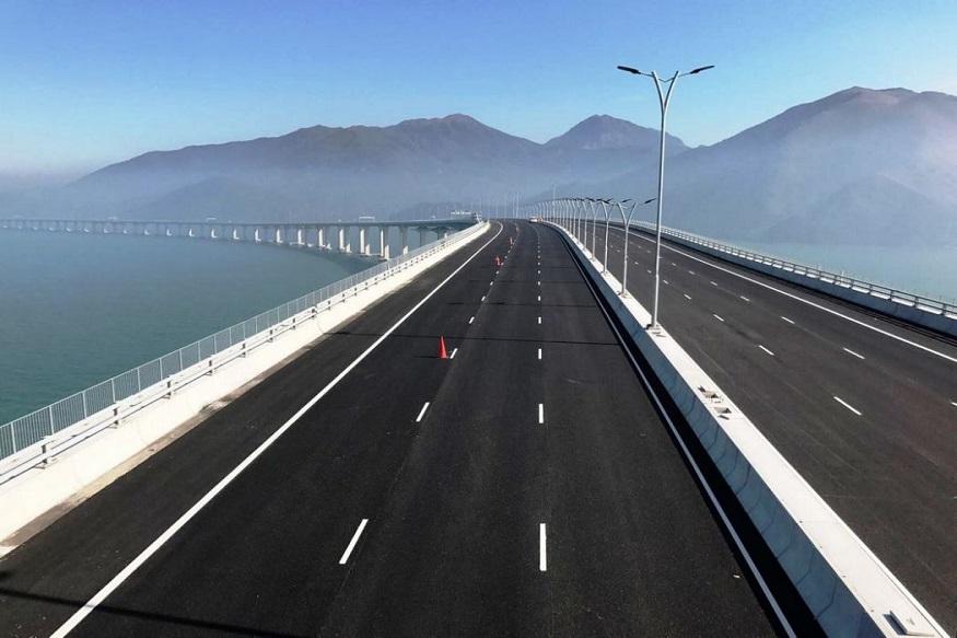 पूल बांधल्यामुळे हाँगकाँग आणि मकाऊला येण्या-जाण्यासाठी लागणारा वेळ कमी होणार आहे. रोज जवळपास 40,000 हून जास्त वाहनं यावर प्रवास करणार असून यात बसेस, कंटेनर यांचा समावेश असणार आहे.