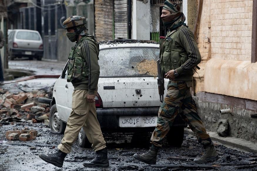 या चकमकीनंतर पोलिसांसह निमलष्करी जवान आणि लष्करानंही या भागातला बंदोबस्त वाढवला आहे. मारल्या गेलेल्या एका दहशतवाद्याचं नाव मेहरुद्दीन बांगरू असल्याचं काश्मीर पोलिसांनी सांगितलं. बांगरूवर लष्कर ए तय्यबासाठी काम करत असल्याचा संशय होता. अनेक दहशतवादी कारवायांमध्ये त्याचा हात असल्याचं पोलिसांनी सांगितलं.