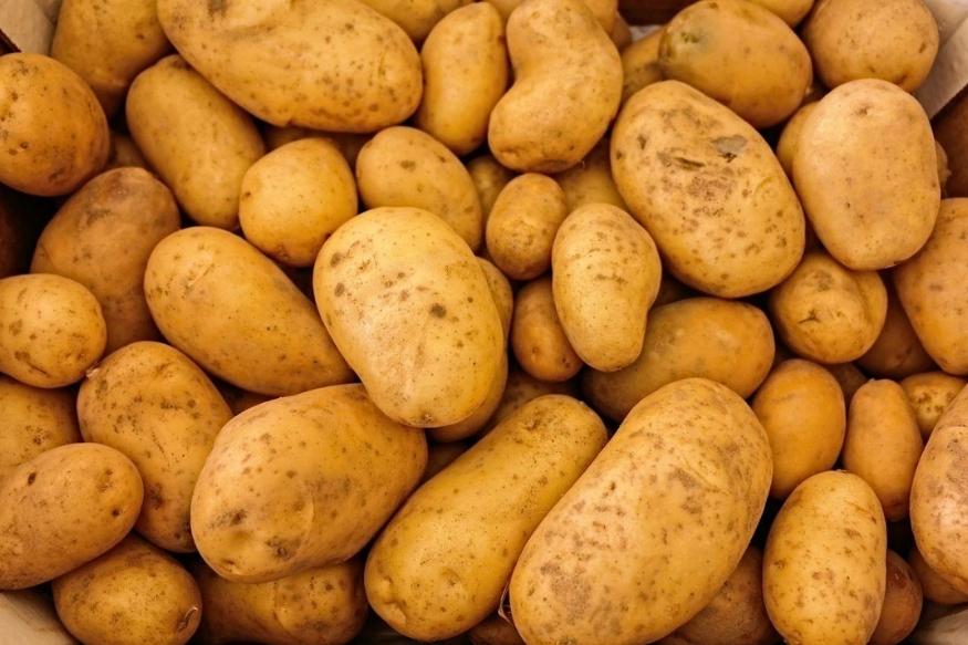 बटाटा- बटाटा गरम करून खाल्यावर पचनयंत्रणा बिघडते