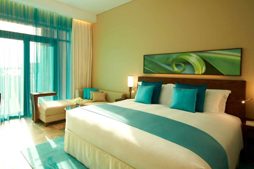 खोलीचं तापमान योग्य नसणं- अनेकदा थकल्यामुळे आपण पटकन झोपी जातो. मात्र खोलीचं तापमान अयोग्य असल्यामुळे त्याचा परिणाम दुसऱ्या दिवशी जाणवतो.