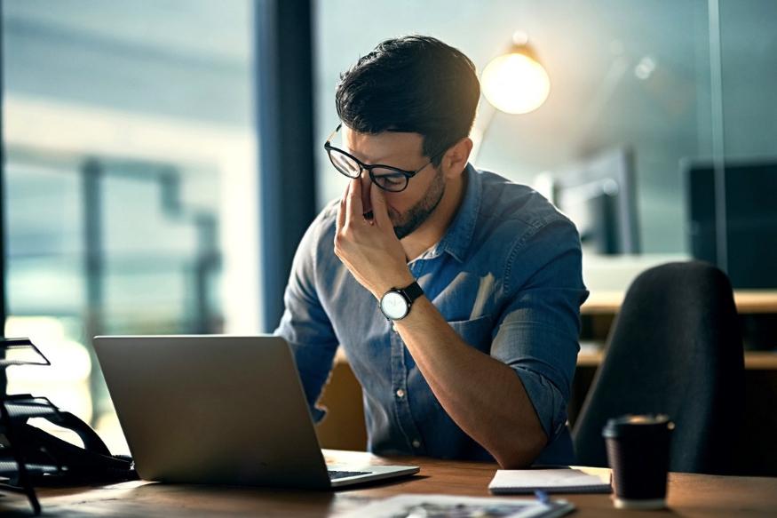 कामाचा अतिरिक्त ताण घेणं