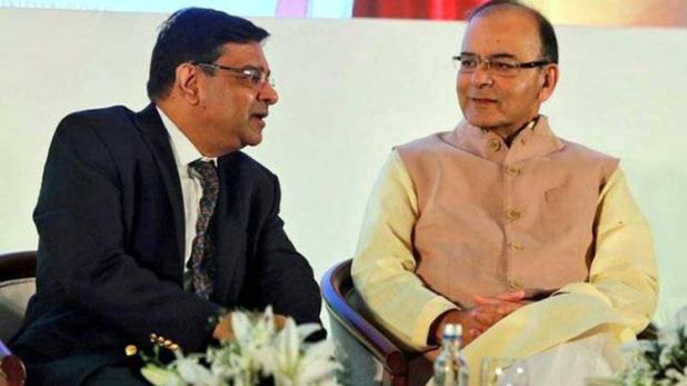 रिझर्व बँक आणि सरकार यांच्यातला तणाव वाढत होता. सरकार RBIला इथून पुढेही सल्ले देत राहील, अशी स्पष्टोक्ती अर्थमंत्री अरुण जेटली यांनी केली आणि तणाव वाढला होता.