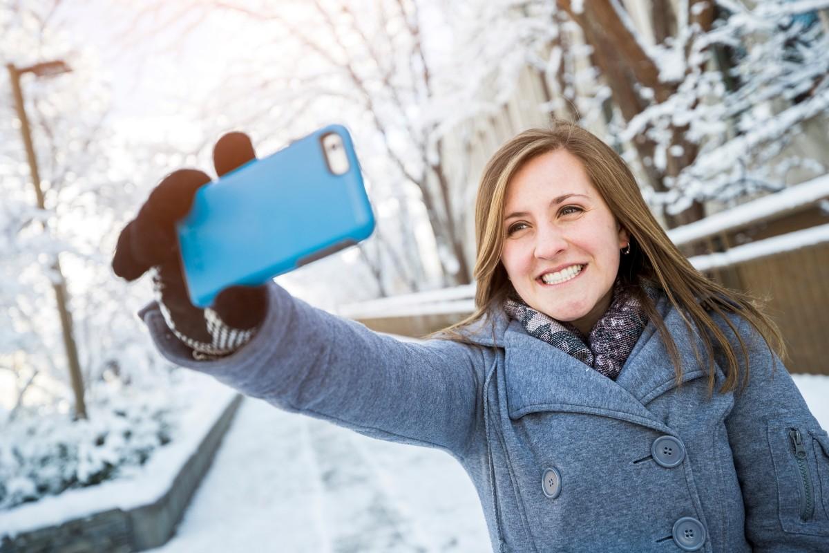 स्वत:चे फोटो काढायची आवड काही लोकांना फार असते. त्यासाठी कमी बजेटमध्ये तुम्ही सेल्फीसाठी स्मार्टफोन खरेदी करण्याचा विचार करत असाल तर हे फोन तुम्ही खरेदी करू शकता.