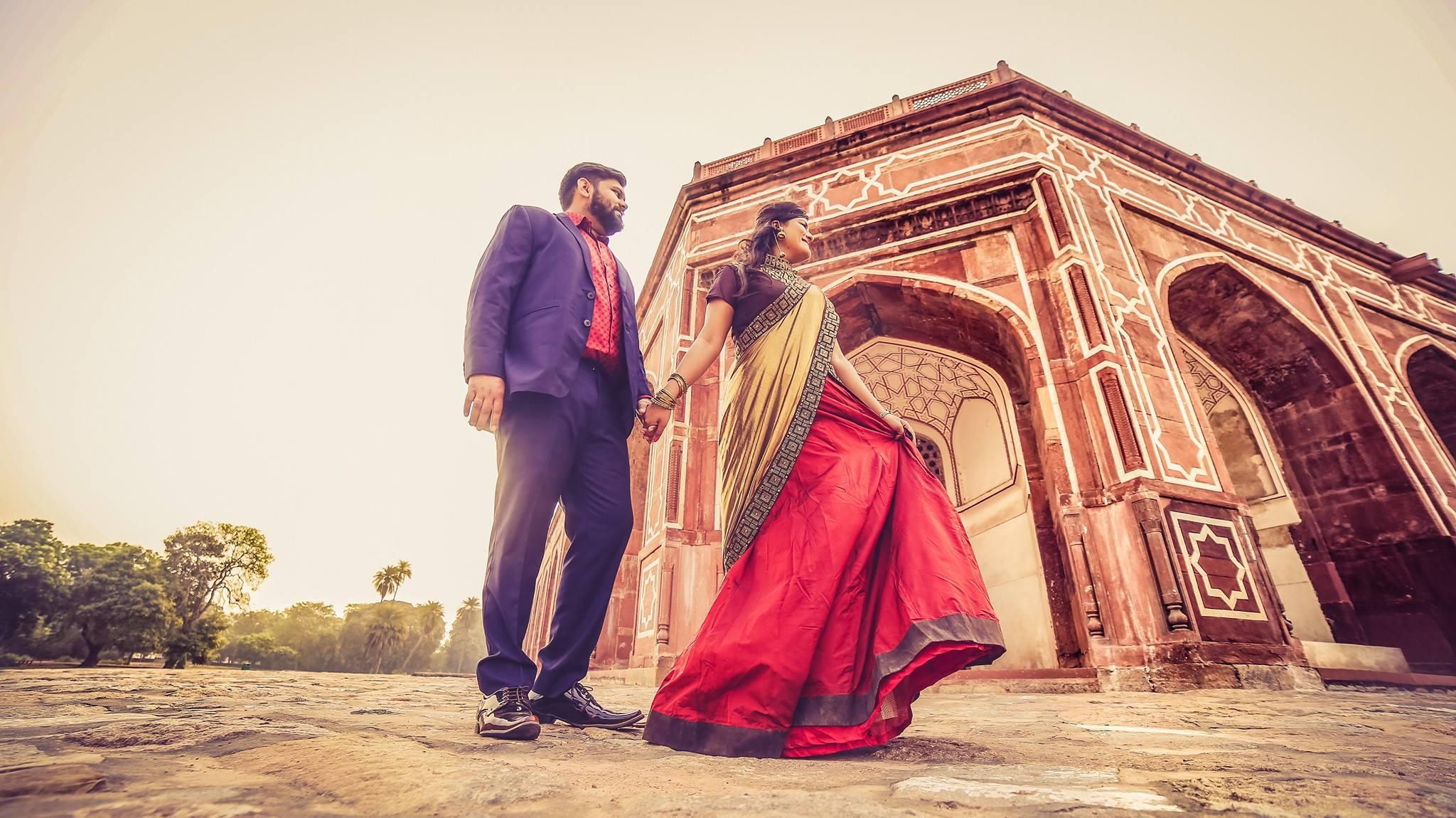प्री-वेडिंग शूट म्हटलं तर सगळ्यात आधी नाव हे राजस्थान शहराचं येतं. राजस्थानमध्ये अतिशय सुंदर अशा हवेल्या, मैलांवर पसरलेला वाळवंट, मीनारे आणि सगळ्यात आकर्षक म्हणजे त्यांचा शाही थाट. या सगळ्यामुळे तुमचं वेडिंग शूट एकदम हिट होणार.