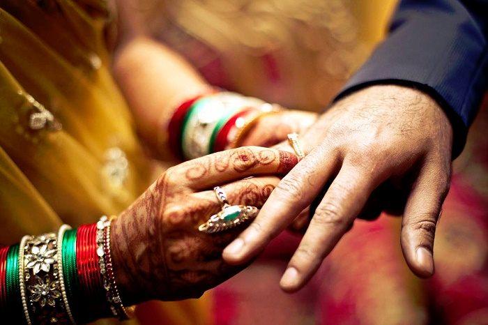 पोलीस अधीक्षक शिवहरी मीना यांनी सांगितलं की, पायलची आई आणि मावशीने दिलेल्या माहितीनुसार, जहांगीर आणि पायलच्या लग्नाचं साडेतीन वर्षांपूर्वी ठरलं होतं. पण त्यानंतर आम्ही हे लग्न मोडलं. पण त्यामुळे जहांगीरकडून लग्नासाठी आमच्यावर दबाव टाकला जात होता. त्यातून त्याने हे कृत्य केलं.
