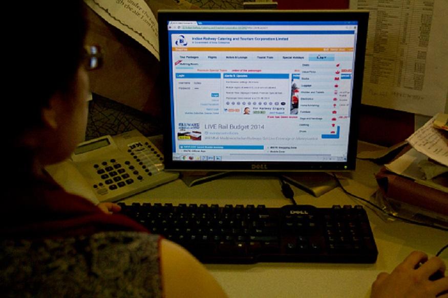 ऑनलाईन बुकिंग करताना इंटरनेटचा स्पीड जास्त असावा. IRCTC ही सरकारी वेबसाईट आहे. त्यावर एकाच वेळी असंख्य माणसं तिकिट बुक करत असतात. त्यामुळे तुमच्या नेटचा स्पीड महत्त्वाचा ठरतो.