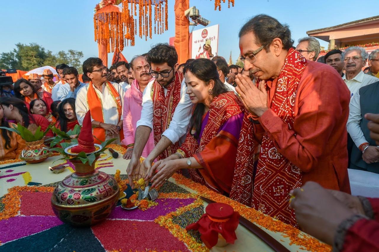 'निवडणूक प्रचारात राम-राम करतात आणि नंतर फक्त आराम,' असं म्हणत अयोध्येतील पत्रकार परिषदेत उद्धव ठाकरे यांनी भाजपवर निशाणा साधला आहे.