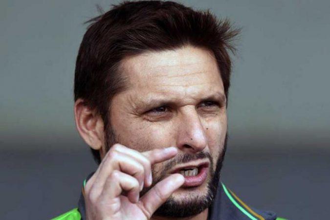 आपल्या वक्तव्यांमुळे नेहमीच चर्चेत असणारा पाकिस्तानचा माजी क्रिकेटर शाहीद आफ्रिदी पुन्हा एकदा चर्चेत आला आहे. यावेळी त्याचे चर्चेत येण्याचे कारण क्रिकेट नसून भारत- पाकिस्तान संबंध आहेत.