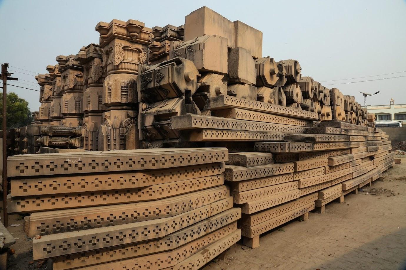 78 वर्षीय सोमपुरा यांनी सांगितले की, या योजनेनुसार मंदिर 268 फूट लांब, 140 फूट रुंद आणि 128 फूट उंचीइतकं शिखर आहे.