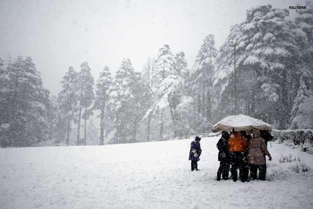 काश्मीरची थंडी अनुभवणं, हिमवर्षाव अनुभवणं हा एक वेगळाच अनुभव आहे. याचसाठी अनेकजण नोव्हेंबर महिन्यात काश्मिरात जातात.