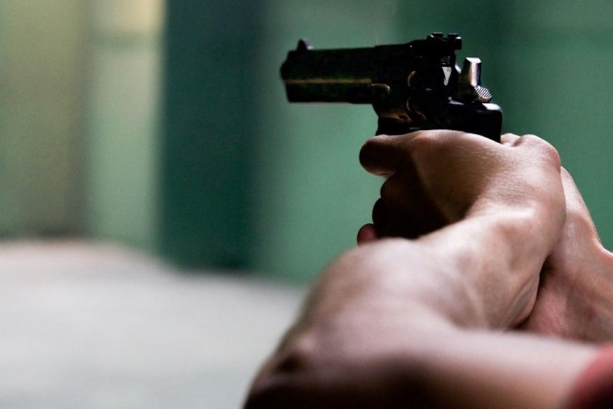 भांडण सोडवण्यासाठी गेलेल्या पोलिसावरच गोळीबार, PSI मोहिते गंभीर जखमी