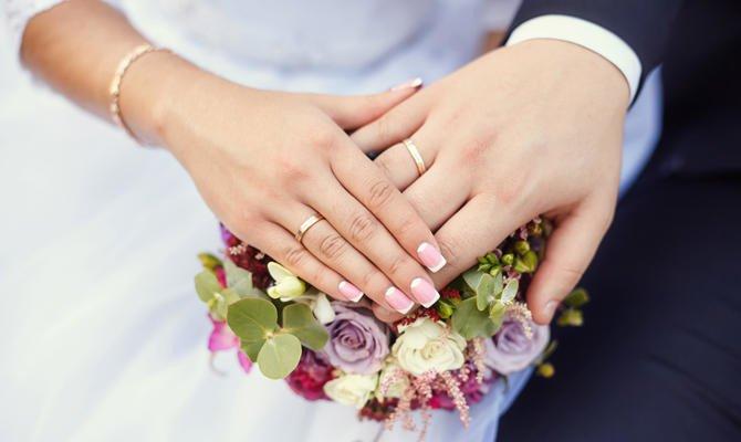 मुलगा किंवा मुलगी वयात आल्यावर त्यांच्या पालकांना आपल्या मुलांची वेळेत लग्न व्हावी असं वाटत असतं.