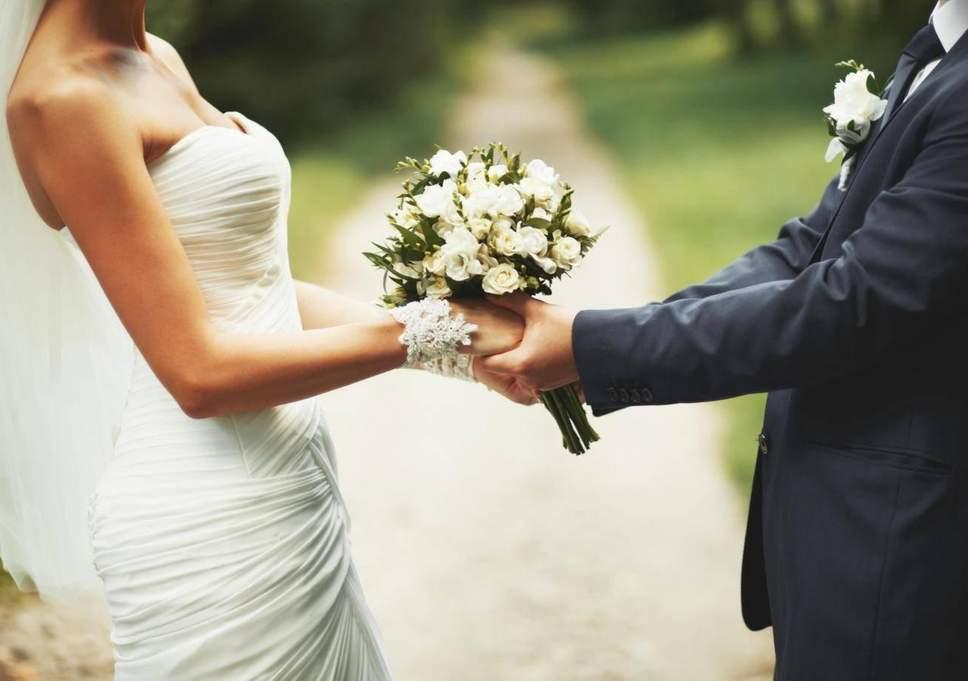 अनेकजण करिअरला महत्त्व देतात. त्यामुळे लग्न न करण्याचा निर्णय घेतात.