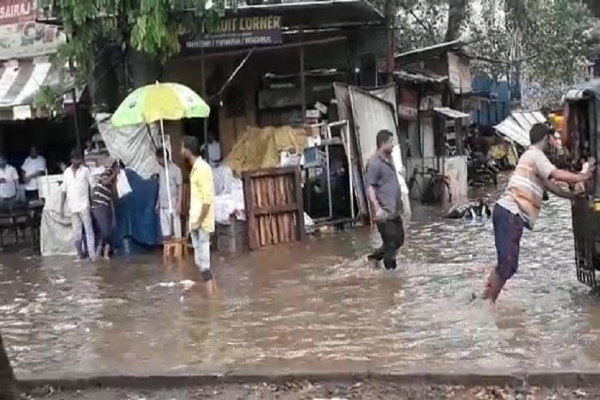 VIDEO: महाराष्ट्रातल्या 'या' जिल्ह्यांत मुसळधार पाऊस, पुण्यात रस्ते पाण्याखाली