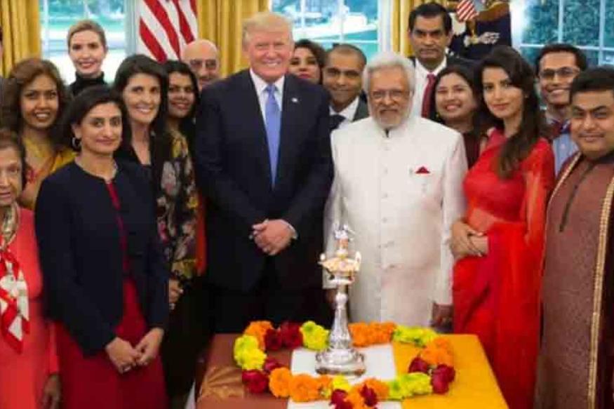 2017 मध्येही ट्रम्प यांनी व्हाईट हाऊसच्या ओव्हल ऑफिसमध्ये दिवाळी साजरी केली होती. त्यावेळी अनेक गणमान्य भारतीय उपस्थित होते. हिंदू संस्कृतीवर आपलं खास प्रेम असल्याचही त्यांनी यावेळी बोलताना सांगितलं होतं.