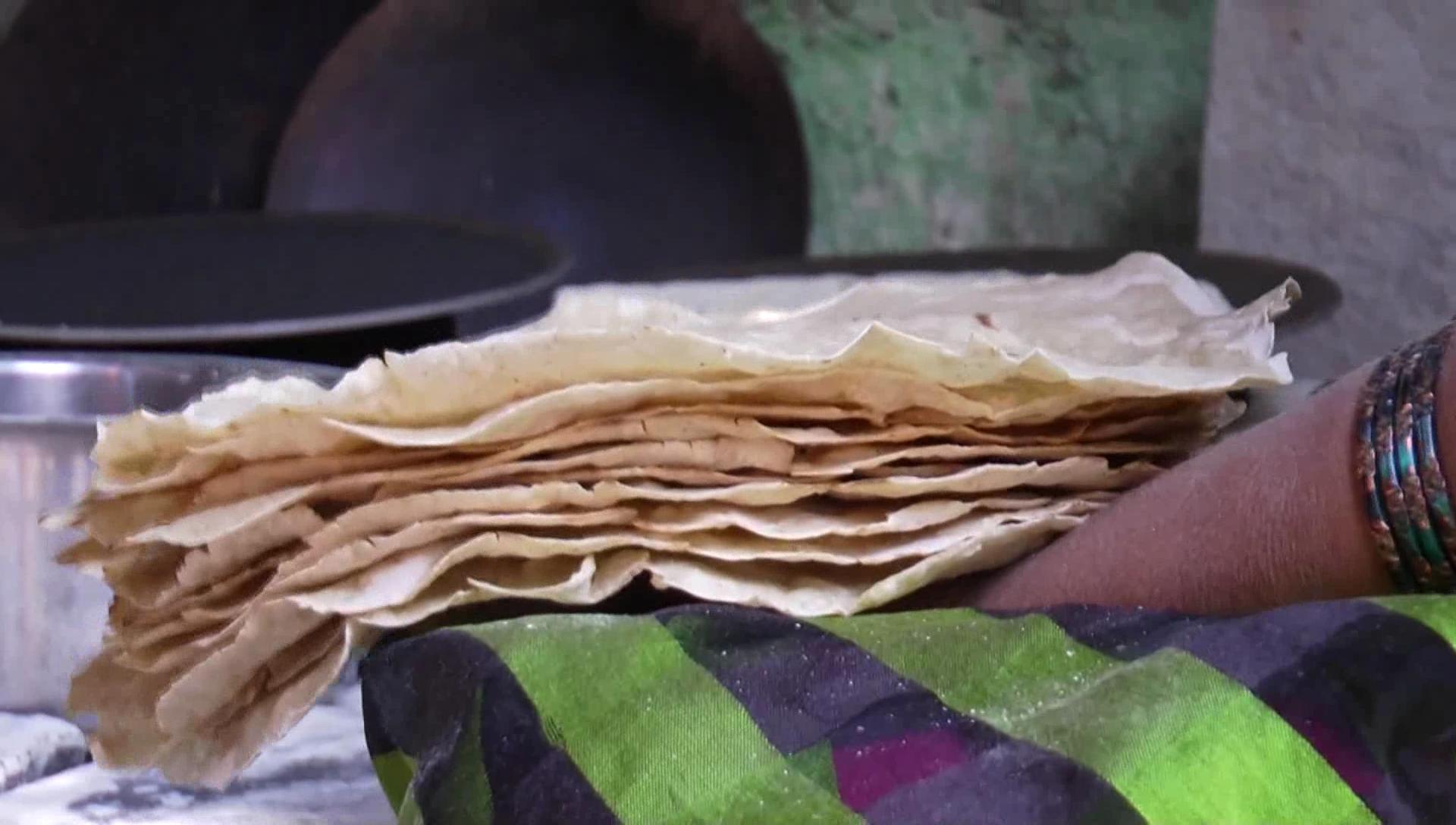 लक्ष्मीताईंनी ज्वारीपासून केक, बिस्किट, रवा इत्यादी गोष्टी बनविल्या असून त्याला बाजारातून चांगली मागणीसुद्धा मिळतेय.