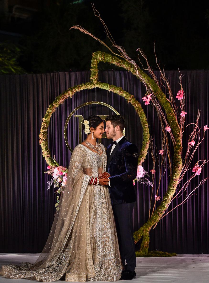 अभिनेत्री प्रियांका चोप्रा आणि म्युझिशियन निक जोनास यांच्या लग्नाचं रिसेप्शन मंगळवारी दिल्लीत झालं.