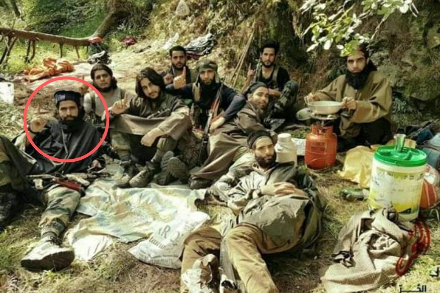 जम्मू-कश्मीर: या फोटोमधील फक्त 2 दहशतवादी वाचले, इतर 6 जणांचा सुरक्षा दलाकडून खात्मा