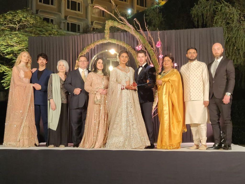 दिल्ली आणि मुंबईतलं रिसेप्शन झाल्यावर प्रियांका आणि निकचं अमेरिकेतही रिसेप्शन होणार आहे. त्याला हॉलिवूडचे कलाकार हजर राहणार आहेत.