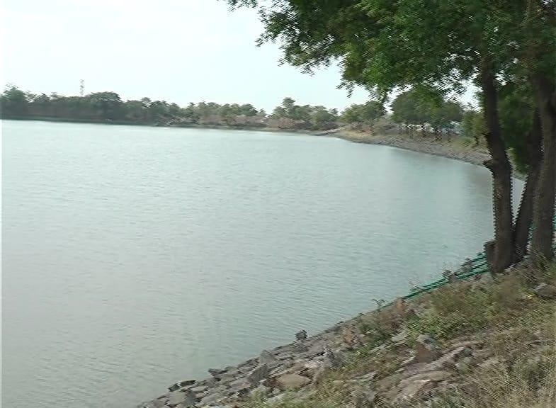 ही घटना आहे कर्नाटकातल्या धारवाड जिल्ह्यातली. धारवाडच्या नवलगुंद तालुक्यात मोराबा नावाचं छोटं गाव आहे. या गावाला पाणीपुरवठा या तलावातूनच होतो.