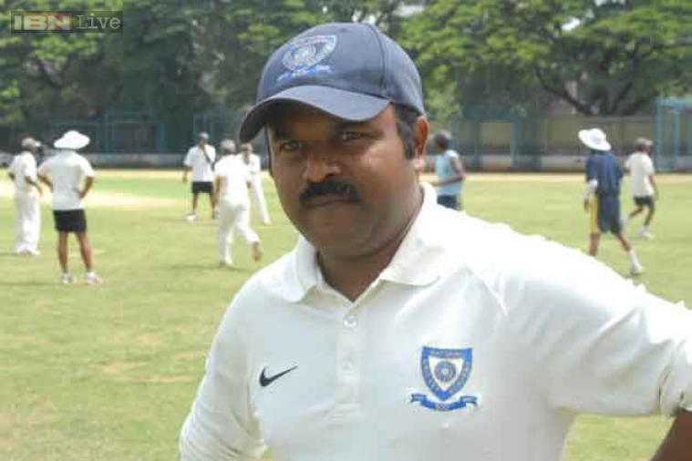 प्रवीण आम्रे- प्रवीण हे भारताचे राईट हँडेड बॅट्समन होते. १९९१ ते १९९९ या कालावधीत प्रवीण यांनी भारतासाठी ११ कसोटी सामने आणि ३७ एकदिवसीय सामने खेळले.