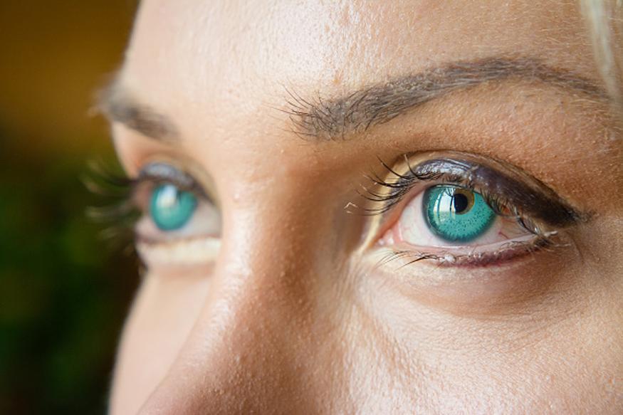 चेहरा अधिकाधिक खुलून दिसावा यासाठी तुम्ही बदामाचा वापरसुद्धा करू शकता. एक चमचा बदाम पेस्ट आणि दूध यांचं एकत्रित मिश्रण डोळ्यांखाली लावलं तर नक्कीच डोळ्यांखालील डार्क सर्कल्स कमी होऊन चेहऱ्याचं सौंदर्य खुलून दिसेल.