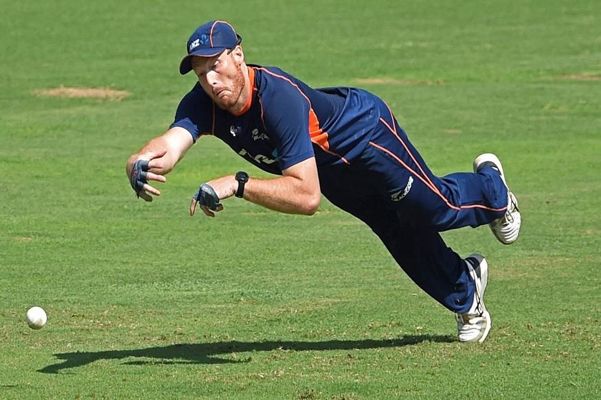 त्यानंतर न्यूजीलंडच्या संघाचा कर्णधार स्टीव्हन फ्लेमिंग मार्टिन गुप्टिलला भेटण्यासाठी गेले होते.