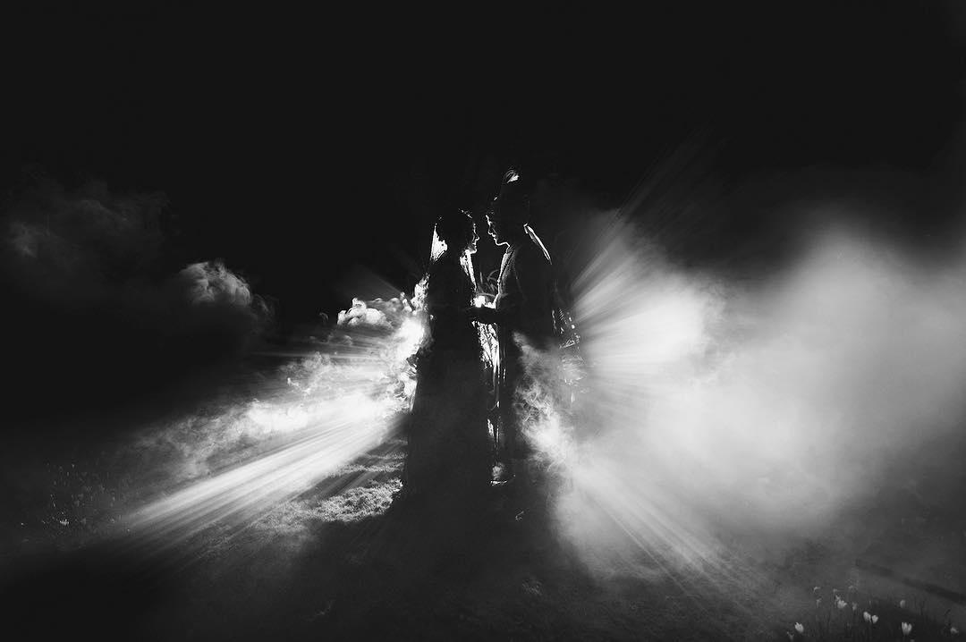 मयंक आणि आशिताची लव्ह स्टोरी कोणालाही परत प्रेमात पडायला भाग पाडेल. मयंक आणि आशिता एकमेकांना जवळपास आठ वर्ष डेट करत होते. अखेर दोघांनी नात्यात एक पाऊल पुढे जात लग्न करण्याचा निर्णय घेतला. याच वर्षी जूनमध्ये दोघं विवाहबंधनात अडकले.