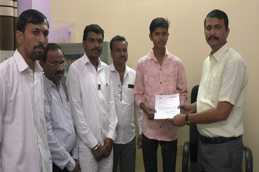 महाराष्ट्रातलं पहिलं मराठा जात प्रमाणपत्र प्रदान