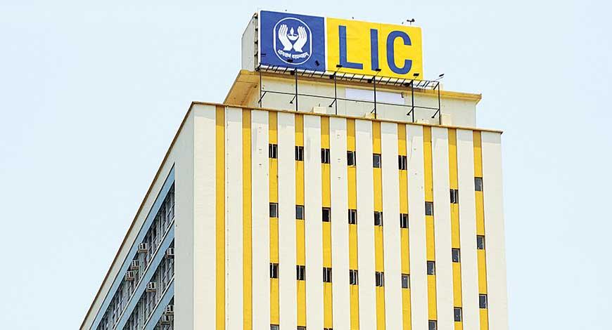 LIC ने नुकताच बँकिंग क्षेत्रातही आपलं नाव कोरलं आहे. जीवन वीमा निगमने एका सरकारी बँकेसोबत भागीदारी केलं असल्याची माहिती समोर आली आहे.