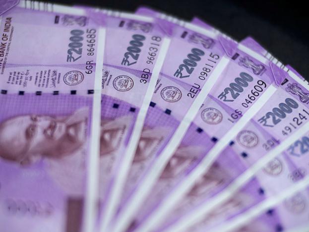 SBIच्या ATMने तुम्ही पैसे जमासुद्धा करू शकणार आहात. यासाठी तुम्हाला TDR/STDR या पर्यायावर क्लिक करून तुम्ही 10,000 रुपयांपर्यंत रक्कम भरू शकता.