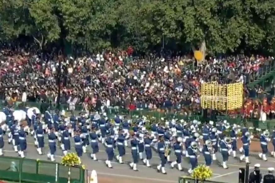 २६ जानेवारी हा दिवस भारतात प्रजासत्ताक दिवस म्हणून साजरा केला जातो. यंदा देशात 71 वा प्रजासत्ताक दिन उत्साहात साजरा केला जात आहे. देशाची राजधानी दिल्लीत राष्ट्रपती भवनासमोर राजपथावर विविध कार्यक्रमांचे आयोजन करण्यात येते.