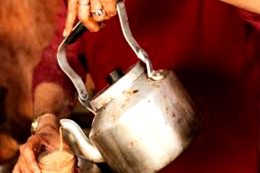 कोच्चीला राहणारं वृद्ध दांपत्य विजयन आणि मोहना हे जगभरातले 25 देश फिरले  आहेत. तेही फक्त त्यांच्या चहाच्या जोरावर