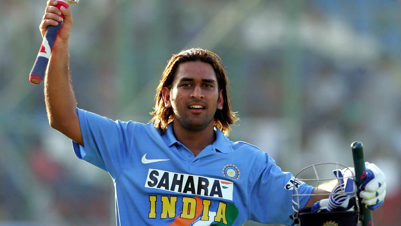 श्रीलंकेविरुद्ध 2013 मध्ये तिरंगी मालिकेत तंदुरूस्त नसतानाही धोनीने नाबाद 45 धावांची खेळी करत भारताला विजय मिळवून दिला होता. मालिकेच्या सुरुवातीला दुखापतग्रस्त झालेला धोनी अंतिम सामना जिंकून देण्यासाठी मैदानात उतरला होता. लंकेने दिलेल्या 202 धावांच्या आव्हानाचा पाठलाग करताना भारतीय संघाची अवस्था 3 बाद 139 वरून 7 बाद 152 अशी झाली होती. तेव्हा तळातील फलंदाजांच्या मदतीने त्याने भारताला 2 चेंडू राखून विजय मिळवून दिला होता.