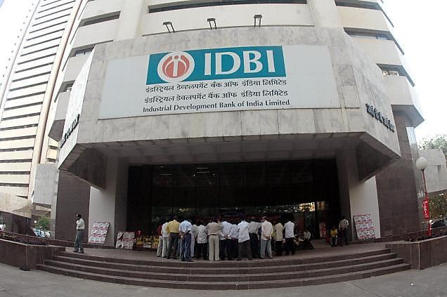 IDBI बँकेचे साधारण दीड कोटी रिटेल ग्राहक आणि 18,000 कर्मचारी आहेत. बँकेच्या 1800 शाखांमध्ये LIC पॉलसी विकण्यासाठी टच पॉइंटसच्या तत्वाचा वापर केला जाऊ शकतो असं रेग्यलेटरी फाइलिंगमध्ये बँकेनं सांगितलं आहे.