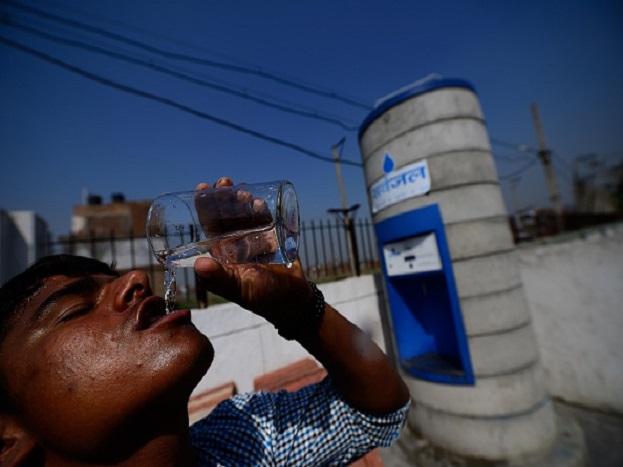 पाण्याची मोफत सुविधा: खरंतर प्रत्येक ठिकाणी पाणपोई असतेच पण ती पेट्रोल पंपावरदेखील असते. त्यामुळे पाण्याची बॉटल विकत घेण्यापेक्षा पेट्रोल पंपावर मोफत पाणी पिता येईल.