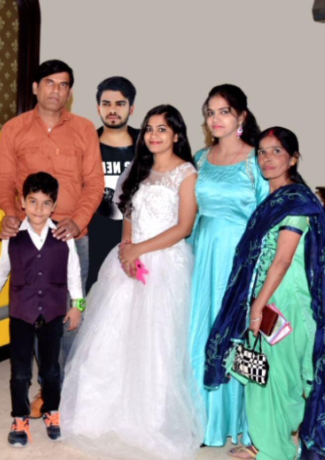 सिम्रन जैन ही इंदौरच्या मध्यमवर्गीय सामान्य कुटुंबातली आहे.