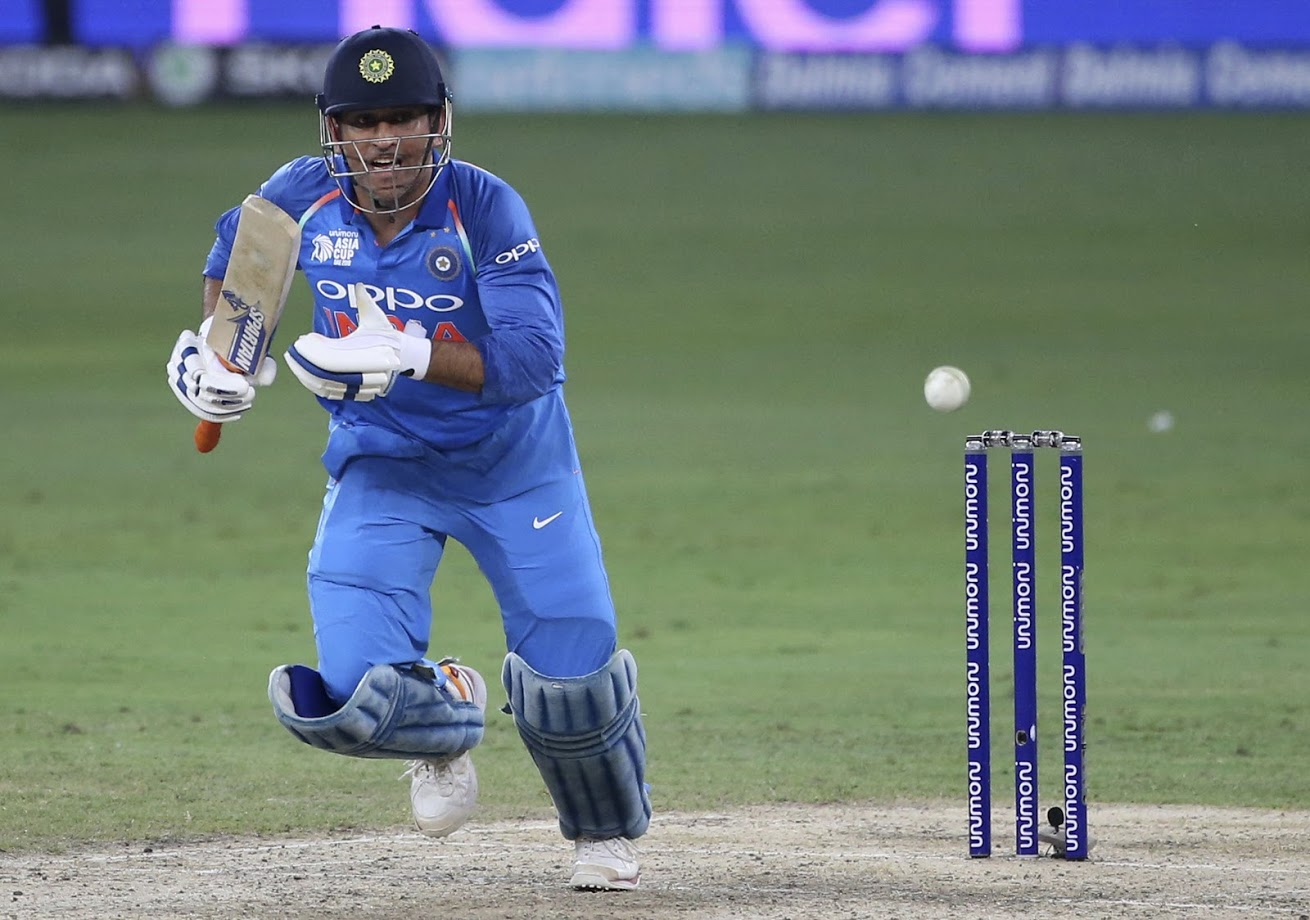 ऑस्ट्रेलियाने नाणेफेक जिंकत प्रथम फलंदाजीचा निर्णय घेतला. ५० षटकांमध्ये ऑस्ट्रेलियाने ५ गडी गमावत २८८ धावा केल्या. ऑस्ट्रेलियाकडून हँड्सकॉम्बने ७३, शॉन मार्शने ५४, उस्मान ख्वाजाने ५९ आणि मार्कस स्टॉयनिसने ४७* धावा केल्या. भारताकडून भुवनेश्वर कुमार आणि कुलदीप यादवने प्रत्येकी २- २ गडी बाद केले.