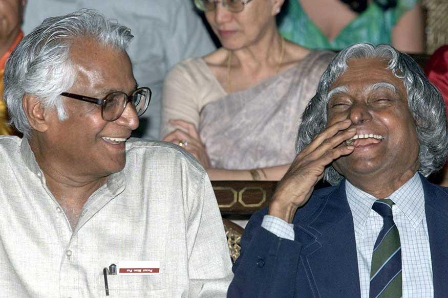 माजी राष्ट्रपती ए. पी. जे अब्दुल कलाम यांच्यासमवेत एका मोकळ्या क्षणी टिपलेला हा फोटो.