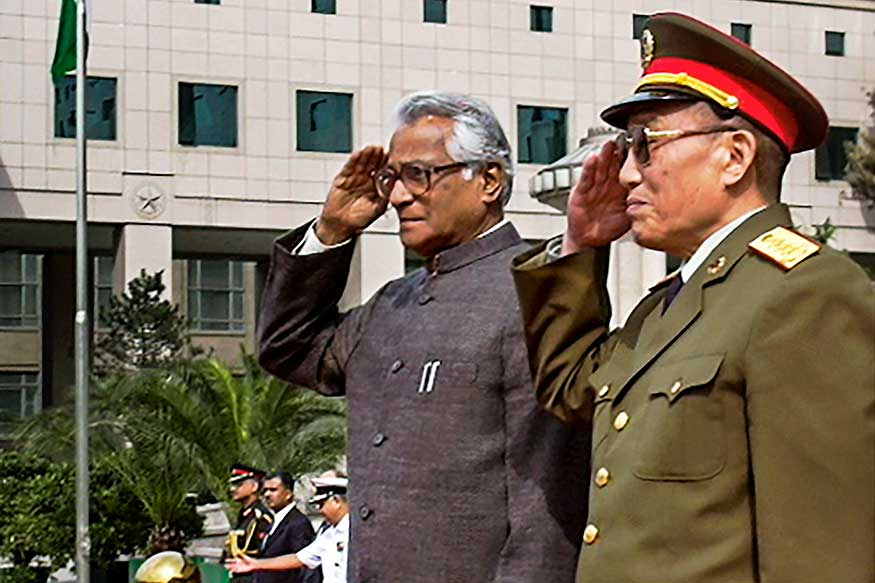 जनरल काओ गँगशुआन या चिनी संरक्षण मंत्र्यांबरोबर