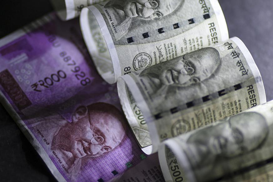 बँक ऑफ बडोदाच्या ग्रामीण भागातील ग्राहकांना मिनिमम बॅलेन्सबाबत दिलासा मिळाला आहे. या भागातील बँकांमध्ये कोणताही बदल केलेला नाही. 1 फेब्रुवारीपासून हा नवीन नियम सर्व ग्राहकांना लागू होईल. मिनिमम बॅलेन्स न ठेवल्यास 200 ते 100 रुपयांचा दंड भरावा लागेल.