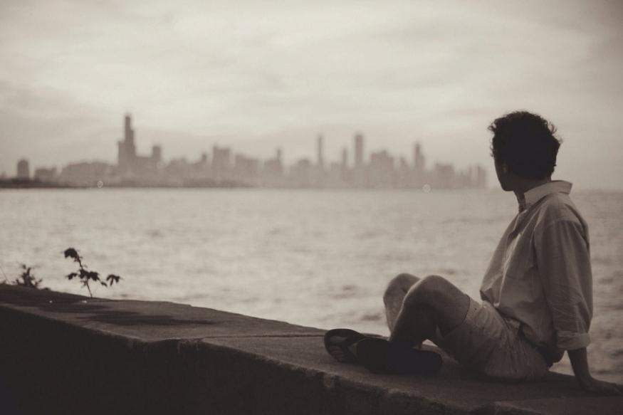 प्रेमात पडलेले लोक एका वेगळ्याच जगात असतात. प्रेम ही भावनाच खूप सुंदर आहे. पण जेव्हा प्रेम भंग होतो, तेव्हा एकाकीपणा त्रास देतो. ब्रेकअप नंतर पुन्हा सिंगल झालेल्या लोकांना आनंदी असलेल्या जोडप्यांना पाहून मनात द्वेष निर्माण होतो.