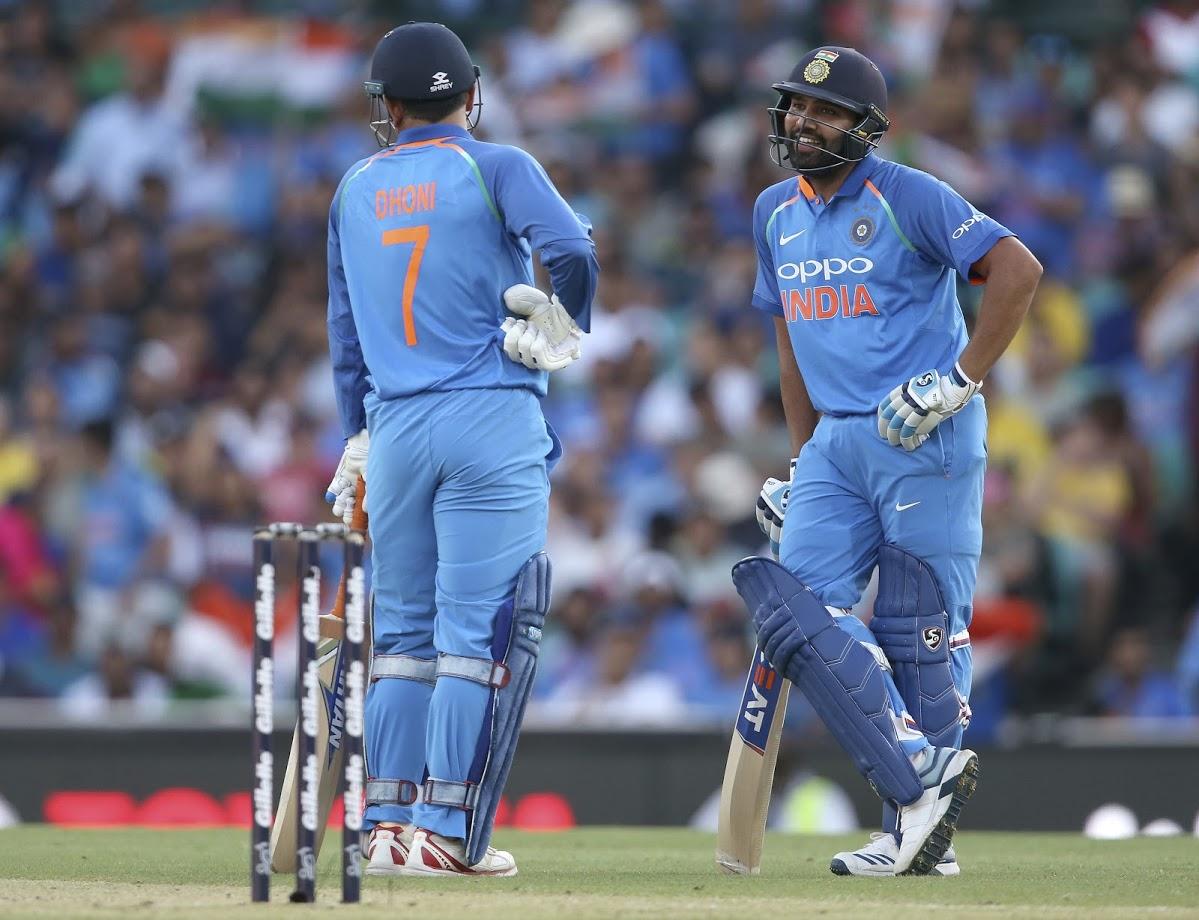 महेंद्रसिंग धोनी बाद नव्हता. मात्र भारताकडे एकही रिव्ह्यू न उरल्यामुळे धोनीला तंबूत परतावे लागले.