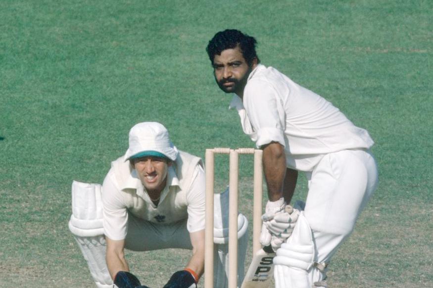 रणजी क्रिकेटमध्ये पदार्पणात द्विशतक करणाऱ्या मोजक्या खेळाडूंमध्ये गुंडप्पा विश्वनाथ यांचा समावेश होतो. त्यांनी 1967 मध्ये म्हैसूर (आताचे कर्नाटक) संघातून खेळताना आंध्र प्रदेशविरुद्ध 230 धावा केल्या होत्या.
