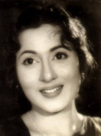 १९६० मध्ये मुगल-ए-आझम सिनेमा प्रदर्शित झाला. पहिल्या दिवसापासून लोकांनी मधुबालाचा अभिनय डोक्यावर घेतला. आजही मधुबालाचं नाव घेतलं की अनेकांच्या तोंडी पहिला सिनेमा मुगल-ए-आझमच येतो. मात्र या सिनेमासाठी तिला फिल्मफेअरचा सर्वोत्कृष्ट अभिनेत्रीचा पुरस्कार मिळाला नाही.